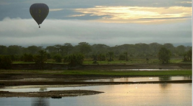 Balloon over Lake Manyara